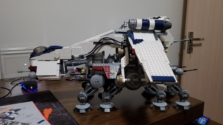 Lepin 05053 Republic Dropship with AT-OT Walker (Lego 10195)