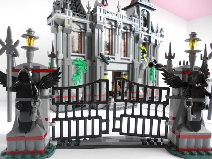 Lepin 07044 Batman Arkham Asylum Breakout Bootleg Lego 10937