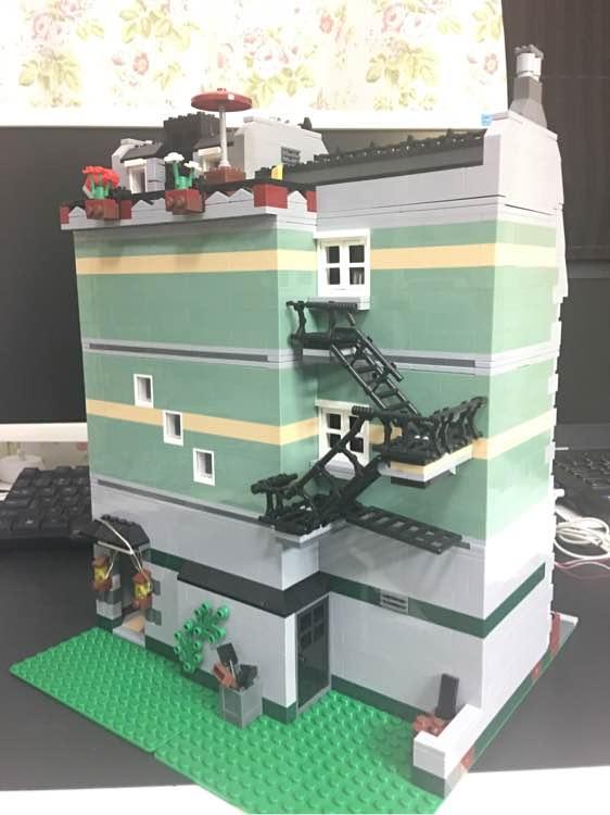 Lepin 15008 Green Grocer KO of Lego 10185