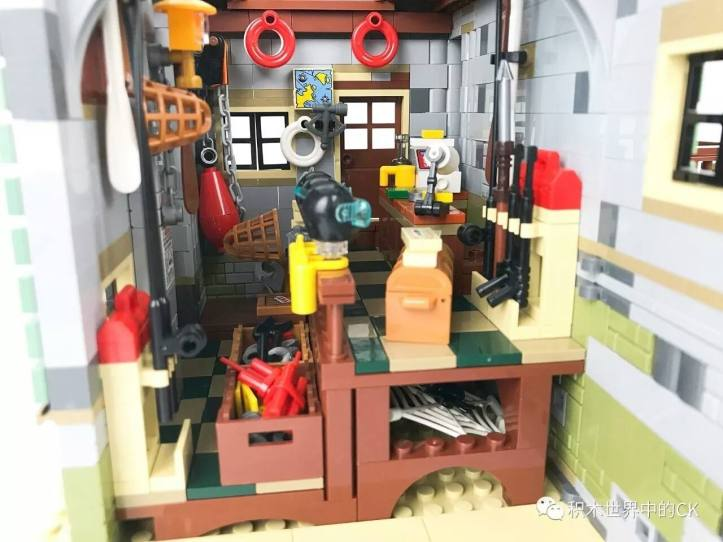 Lepin 16050 Old Fishing Store Diving Equipement (Lego 21310)