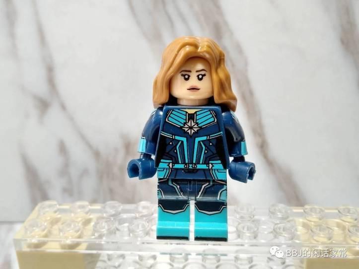 LEGO Kree Starforce Captain Marvel, Xinh Captain Marvel in Kree Uniform